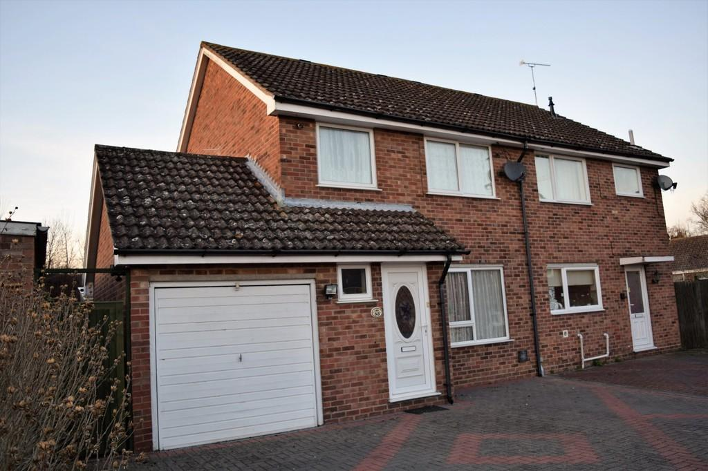 3 Bedrooms Semi Detached House for sale in Hawthorn Walk, Thetford