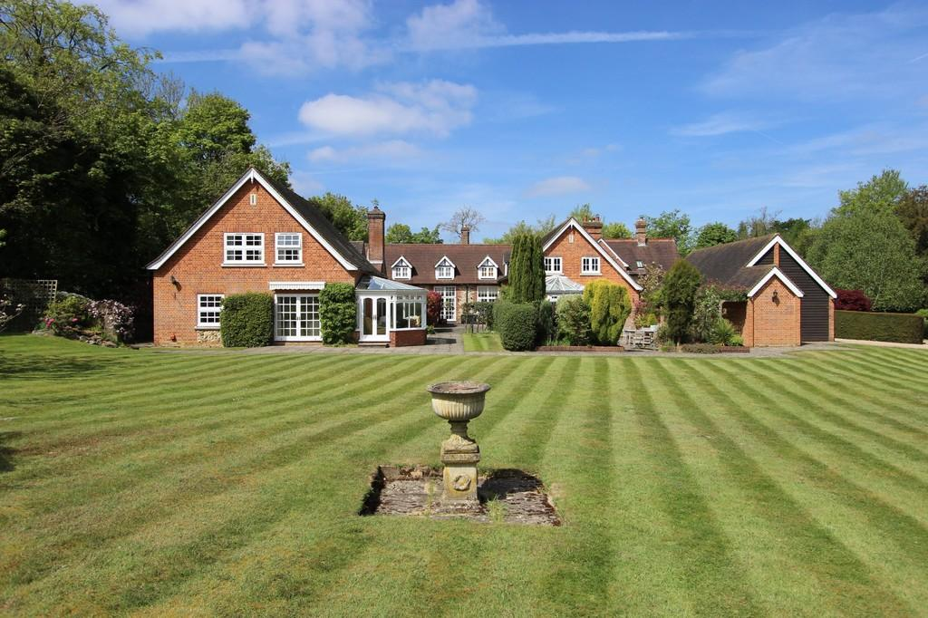 3 Bedrooms Unique Property for sale in High Road, Chipstead