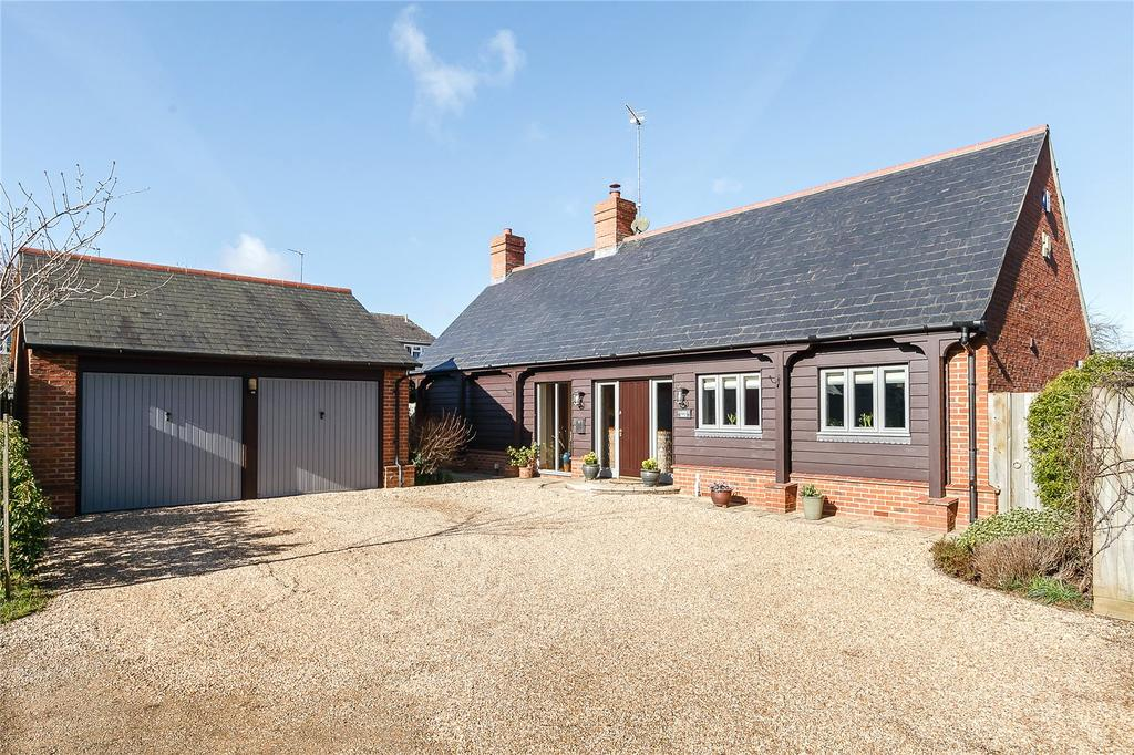 3 Bedrooms Detached Bungalow for sale in The Maltings, Hook Norton, Banbury, Oxfordshire