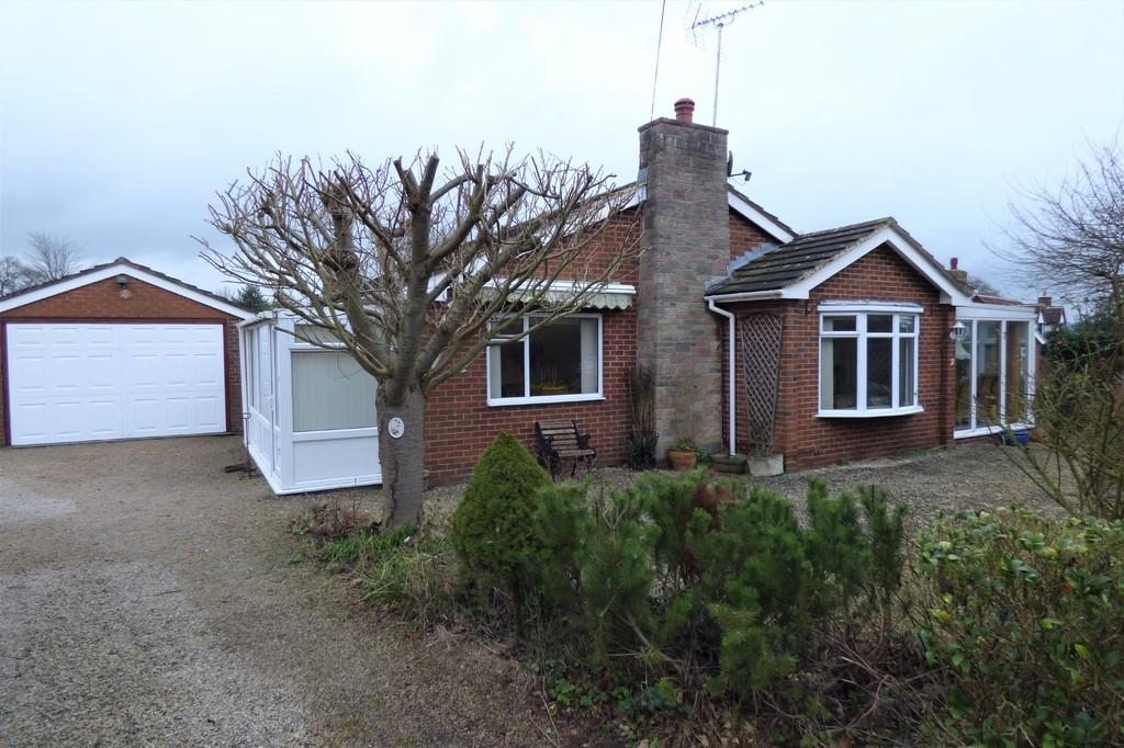 3 Bedrooms Detached Bungalow for sale in Cedar Drive, Stramshall, Uttoxeter, Staffordshire, ST14 5BA