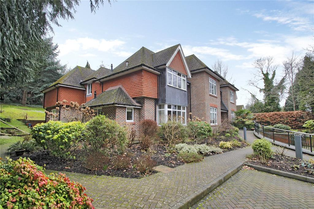 2 Bedrooms Apartment Flat for sale in Church Lane, Oxted, Surrey, RH8