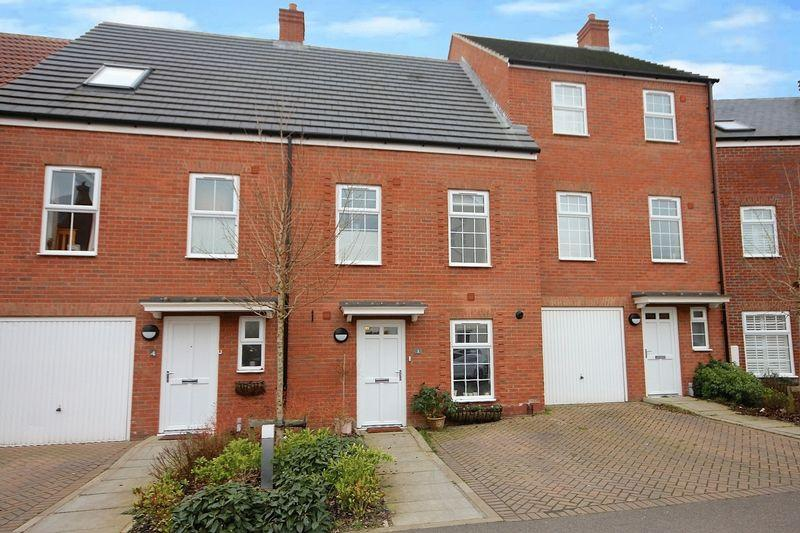 4 Bedrooms Terraced House for sale in Ver Brook Avenue, Markyate