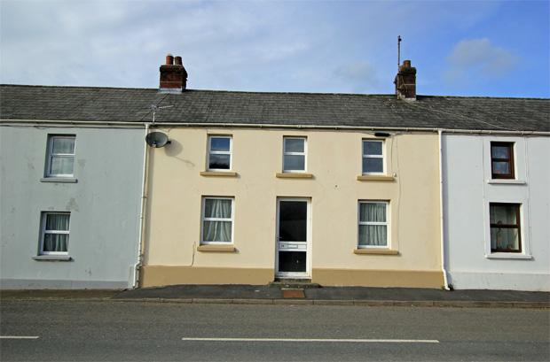 2 Bedrooms Terraced House for sale in High Street, Bancyfelin, Carmarthen, Carmarthenshire