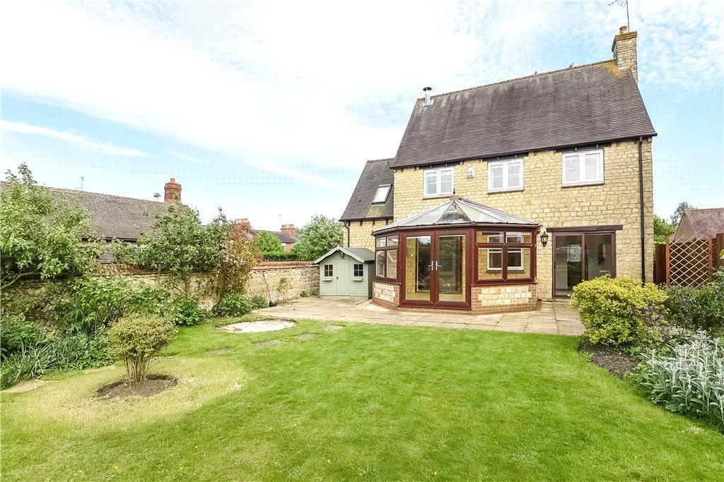 4 Bedrooms Detached House for sale in Carriers Close, Hanslope, Milton Keynes, Buckinghamshire
