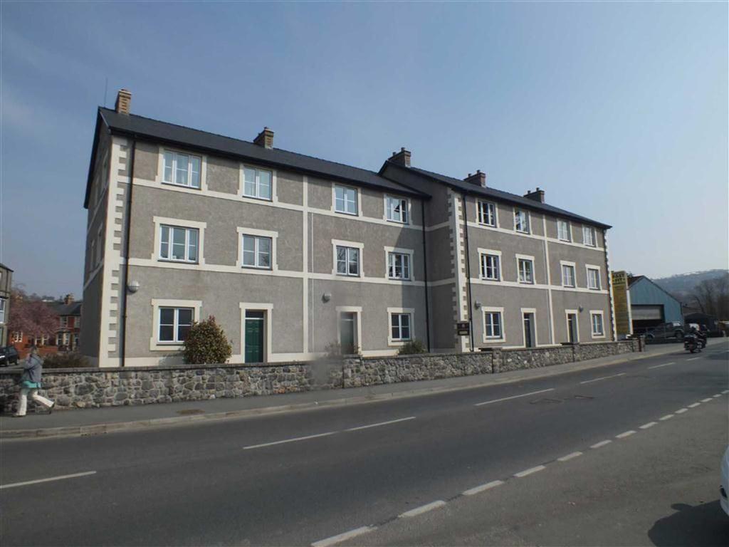 2 Bedrooms Apartment Flat for sale in Trem Yr Orsedd, Llanrwst, Conwy