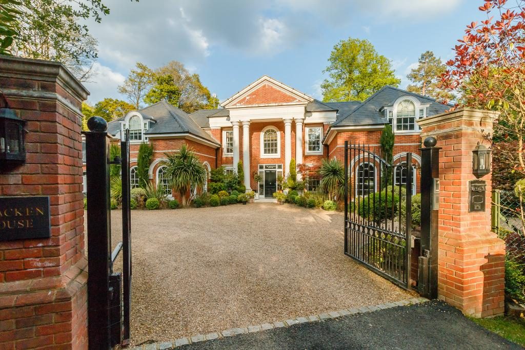 7 Bedrooms Detached House for sale in Woodlands Road West, Wentworth, Virginia Water