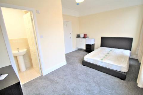 Studio to rent - Winston Gardens, Headingley, LS6 3LA