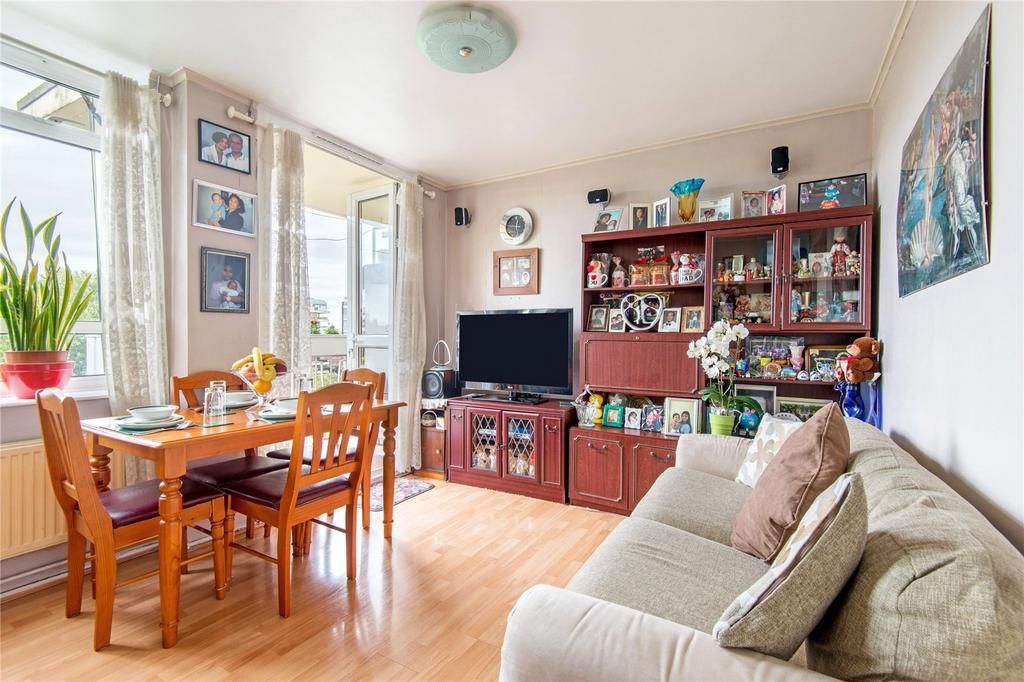 2 Bedrooms Flat for sale in Cruickshank House, St John's Wood, London