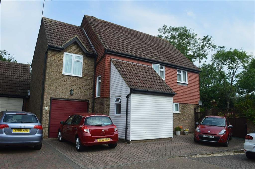 4 Bedrooms Detached House for sale in Minton Heights, Rochford, Essex