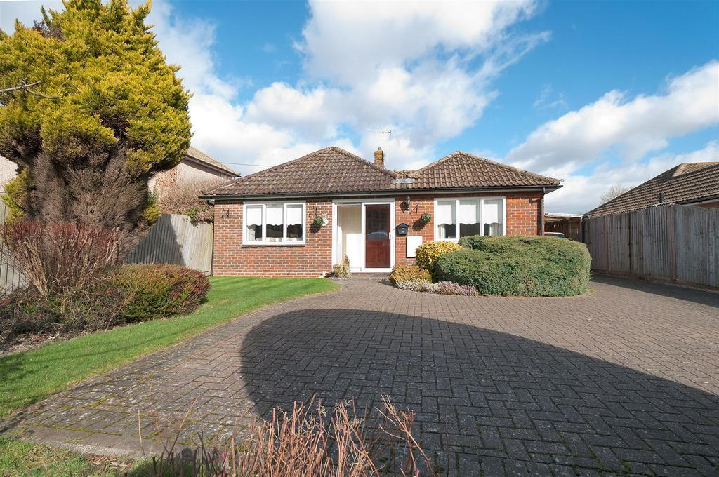 2 Bedrooms Bungalow for sale in Chestnut Lane, Matfield