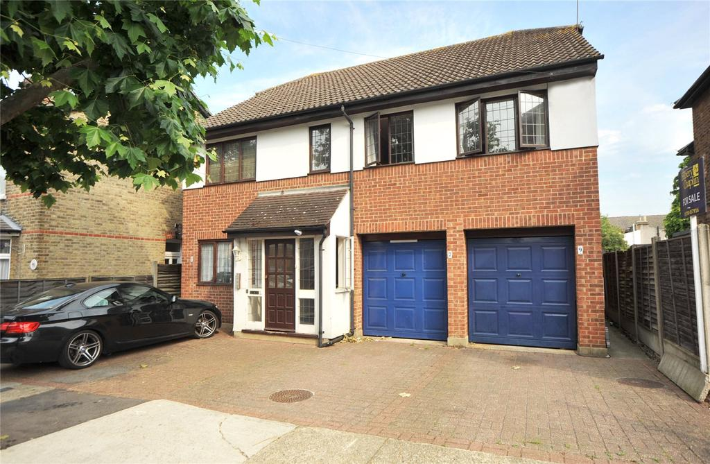 3 Bedrooms Apartment Flat for sale in Clifton Road, Hornchurch, RM11