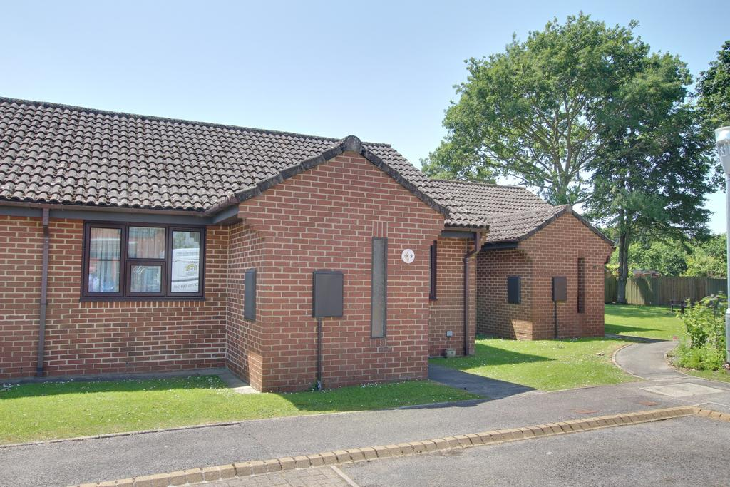 2 Bedrooms Bungalow for sale in ROOKWOOD VIEW, DENMEAD