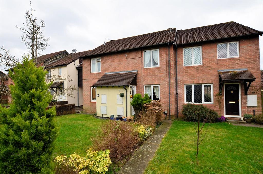 2 Bedrooms Terraced House for sale in Latimer Drive, Calcot, Reading