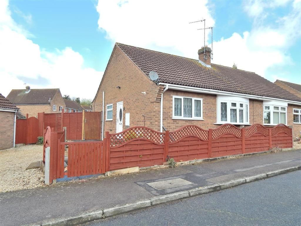 2 Bedrooms Semi Detached Bungalow for sale in Kingscroft, Dersingham, King's Lynn
