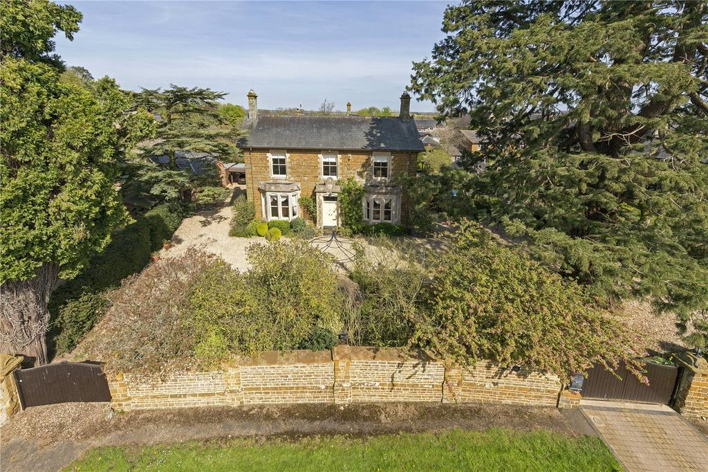 7 Bedrooms Detached House for sale in Bradden, Towcester, Northamptonshire, NN12