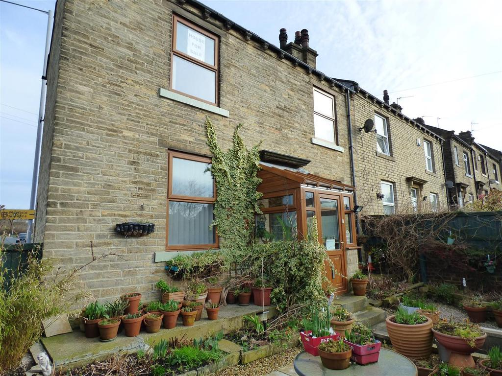 2 Bedrooms Semi Detached House for sale in West Croft, Wyke, Bradford, BD12 8JN