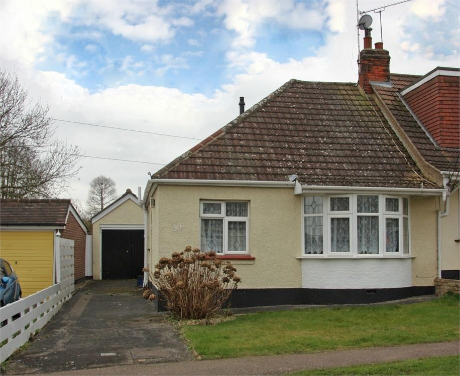 2 Bedrooms Semi Detached Bungalow for sale in Hutton, BRENTWOOD, Essex