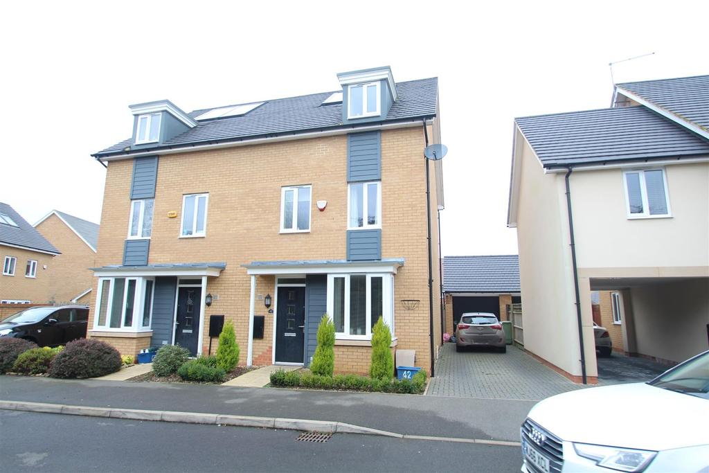 4 Bedrooms Semi Detached House for sale in Wilkinson Crescent, Wolverton, Milton Keynes