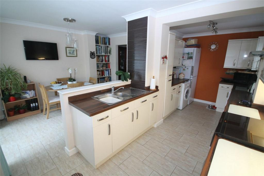 3 Bedrooms Semi Detached House for sale in Denman Drive, Ashford, TW15 2AP