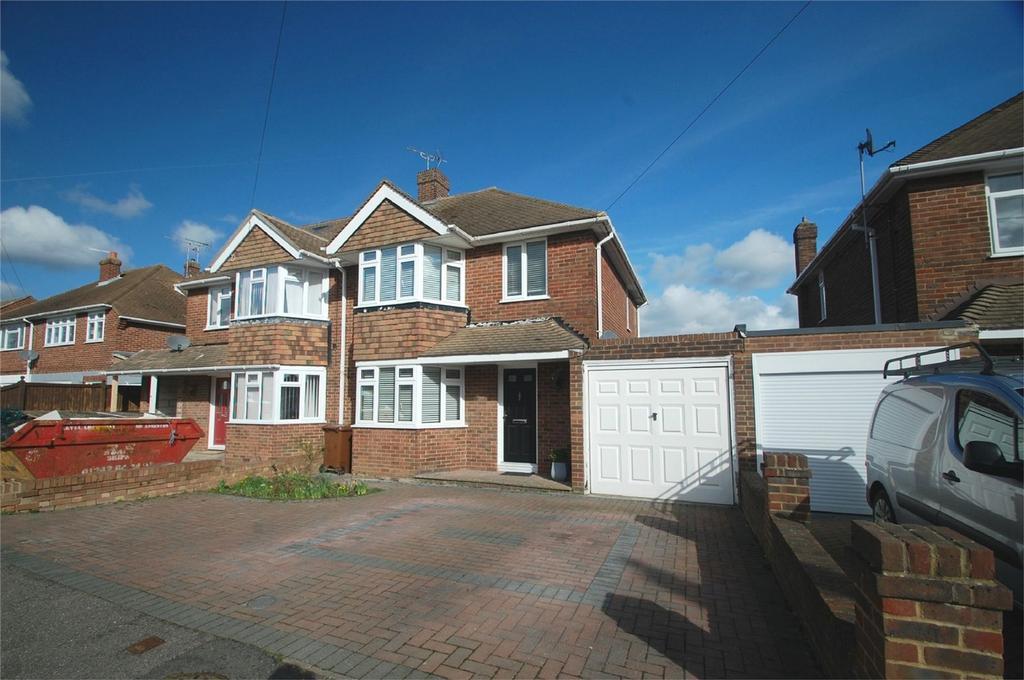 3 Bedrooms Semi Detached House for sale in Bettescombe Road, Rainham, Gillingham, Kent