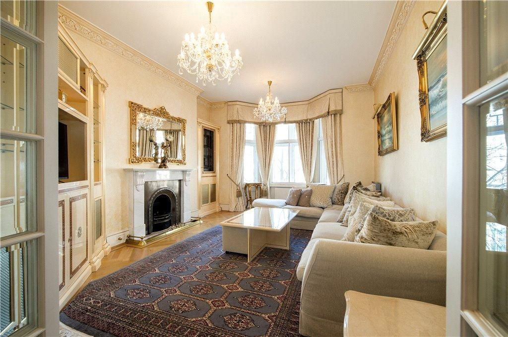 3 Bedrooms Apartment Flat for sale in Bickenhall Mansions, Bickenhall Street, London
