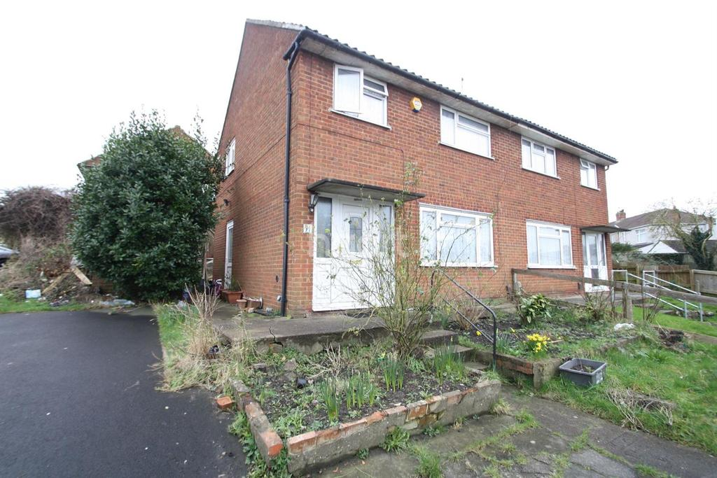3 Bedrooms Semi Detached House for sale in Meadow Vale