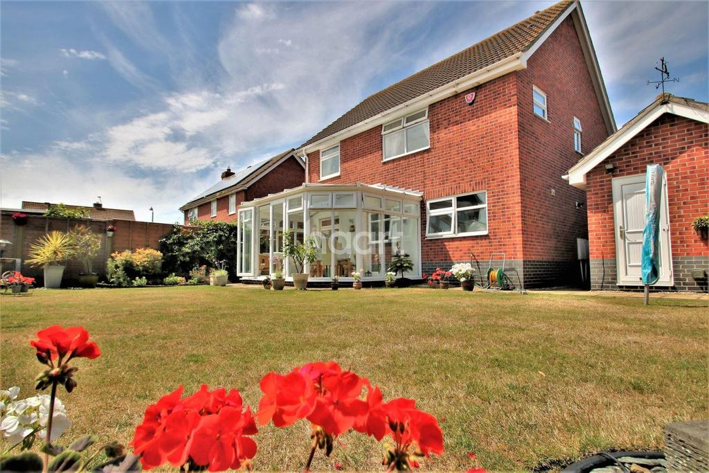 4 Bedrooms Detached House for sale in Martello Bay, Clacton-on-Sea