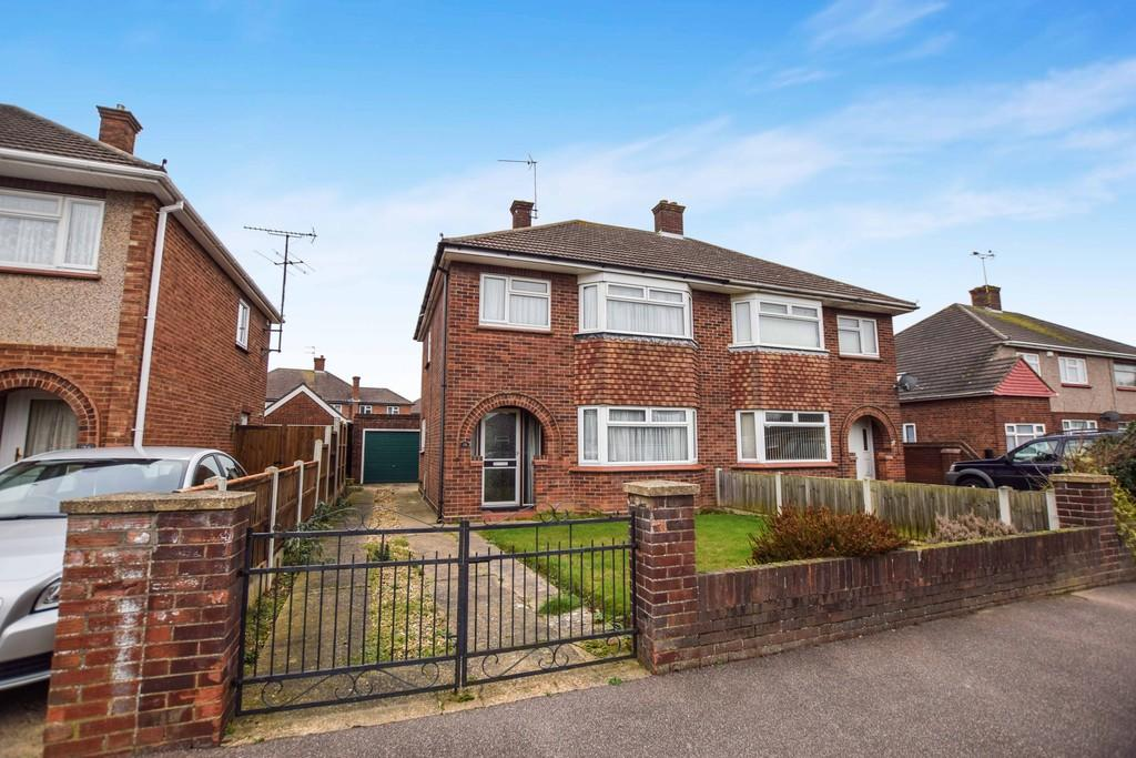 3 Bedrooms Semi Detached House for sale in Baden Powell Drive, Colchester