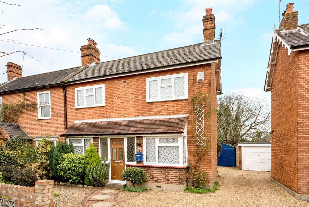 2 Bedrooms Semi Detached House for sale in Lime Grove, Addlestone, Surrey, KT15