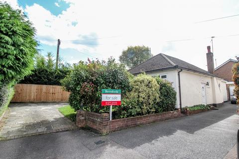 3 bedroom detached bungalow for sale - The Grove, Brentwood, Essex, CM14