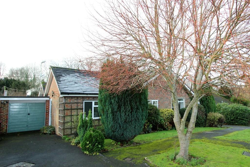 3 Bedrooms Detached Bungalow for sale in The Hop Garden, South Harting, West Sussex
