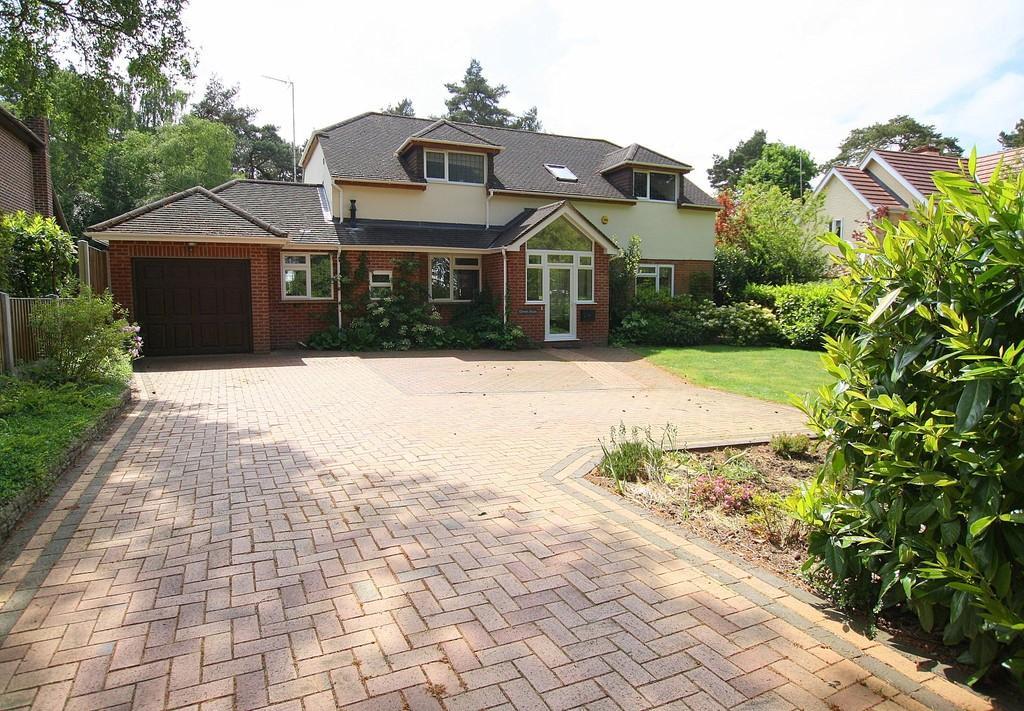 4 Bedrooms Detached House for sale in Pinehurst Road, West Moors