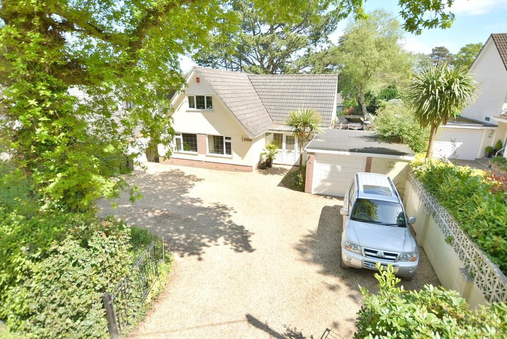 4 Bedrooms Chalet House for sale in Pinewood Road, Ferndown
