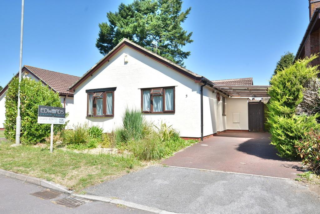 3 Bedrooms Detached Bungalow for sale in Fryers Road, Three Legged Cross, WIMBORNE