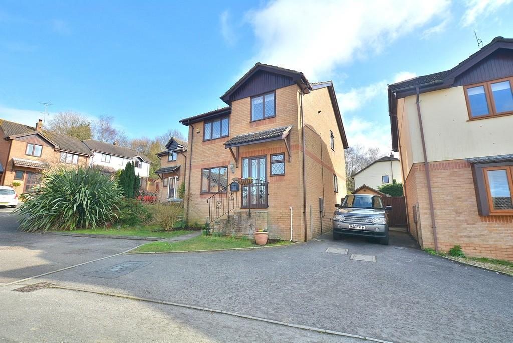 4 Bedrooms Detached House for sale in Blaney Way, Corfe Mullen