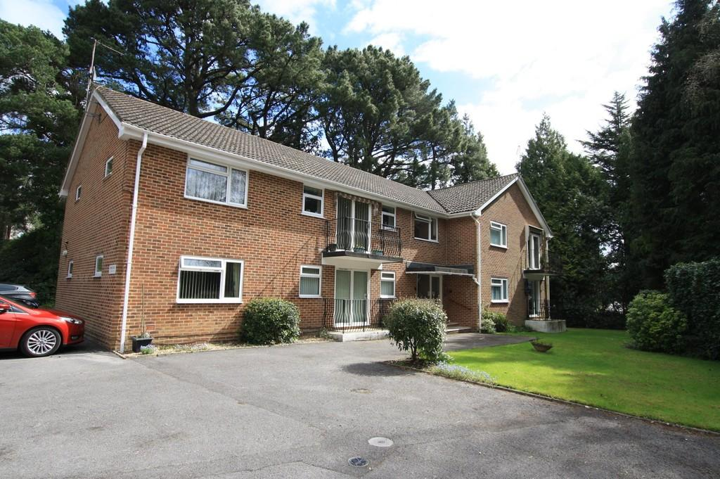2 Bedrooms Apartment Flat for sale in Church Road, Ferndown