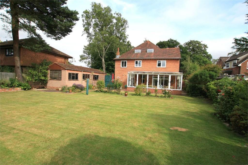 6 Bedrooms Detached House for sale in Ringwood Road, FERNDOWN