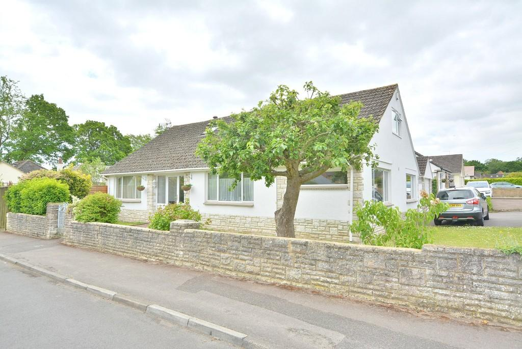 5 Bedrooms Detached Bungalow for sale in Longacre Drive, FERNDOWN