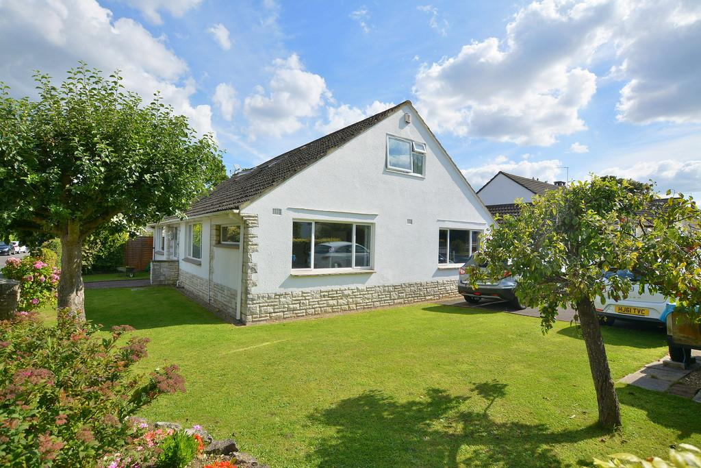 6 Bedrooms Detached Bungalow for sale in Longacre Drive, FERNDOWN