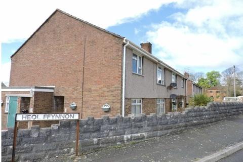 2 bedroom flat - Heol Ffynnon, Loughor, Swansea
