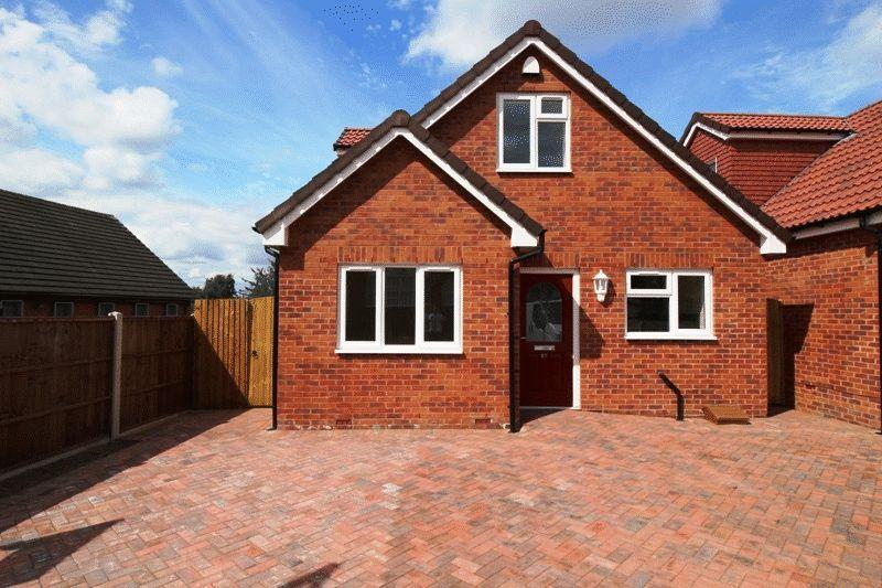 3 Bedrooms Detached Bungalow for sale in Hallgreen Street, Bilston
