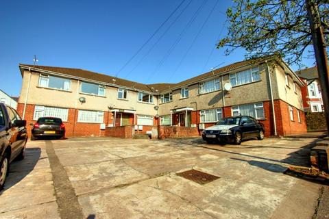 2 bedroom flat to rent - Baden House, Harrismith Road, Penylan