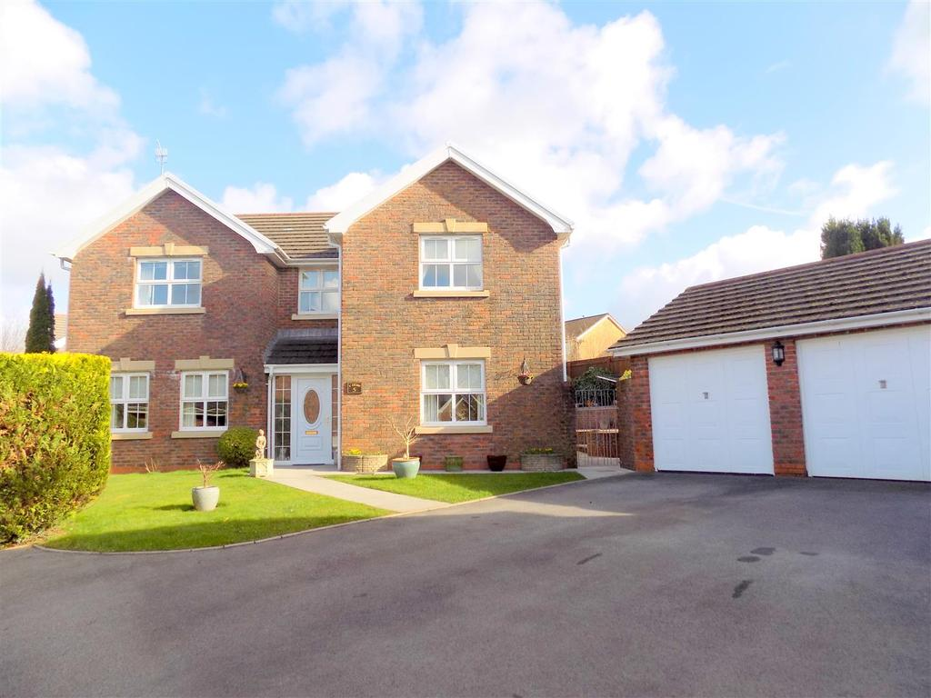 4 Bedrooms Detached House for sale in Dyffryn Woods, Bryncoch, Neath