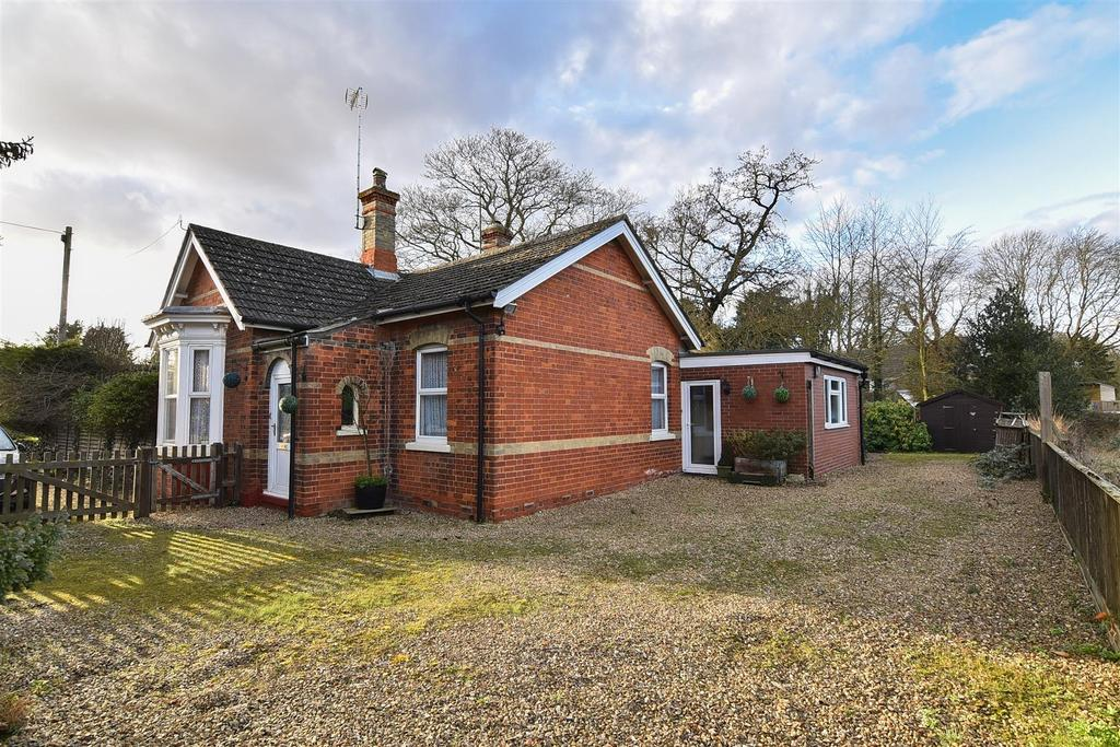 3 Bedrooms Detached Bungalow for sale in Spalding Road, Pinchbeck