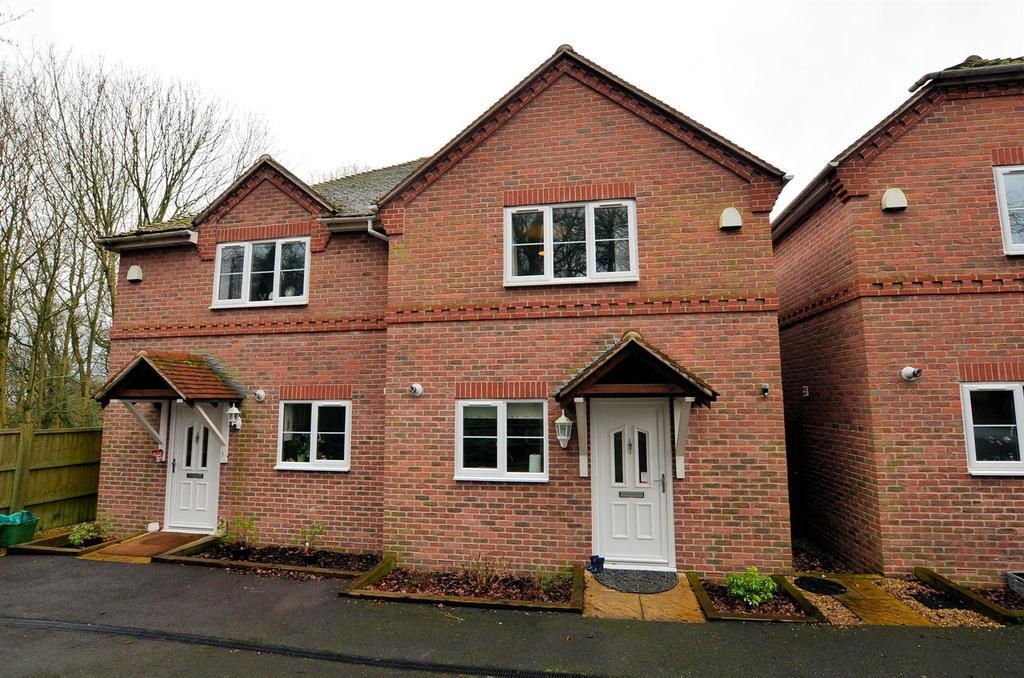 3 Bedrooms Semi Detached House for sale in Blagrave Cottages, Voller Drive, Tilehurst, Reading
