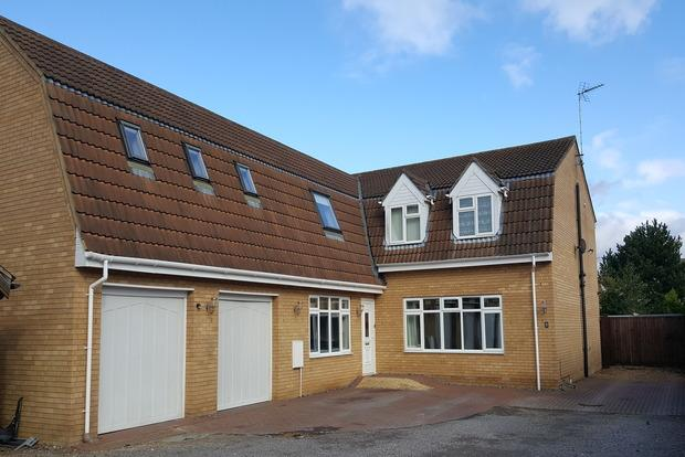 5 Bedrooms Detached House for sale in Walnut Tree Walk, Wimblington, March, PE15