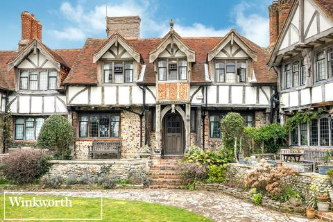 3 bedroom terraced house for sale - Tudor Close, Dean Court Road, Rottingdean, Brighton, BN2