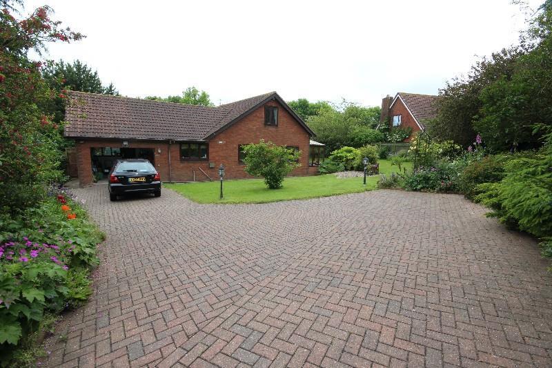 3 Bedrooms Detached Bungalow for sale in Knaresborough Close, Hartlepool