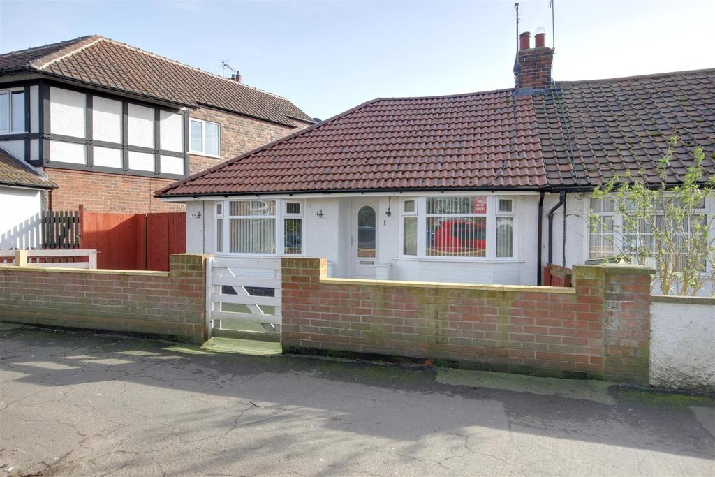 2 Bedrooms Semi Detached Bungalow for sale in New Walk, North Ferriby