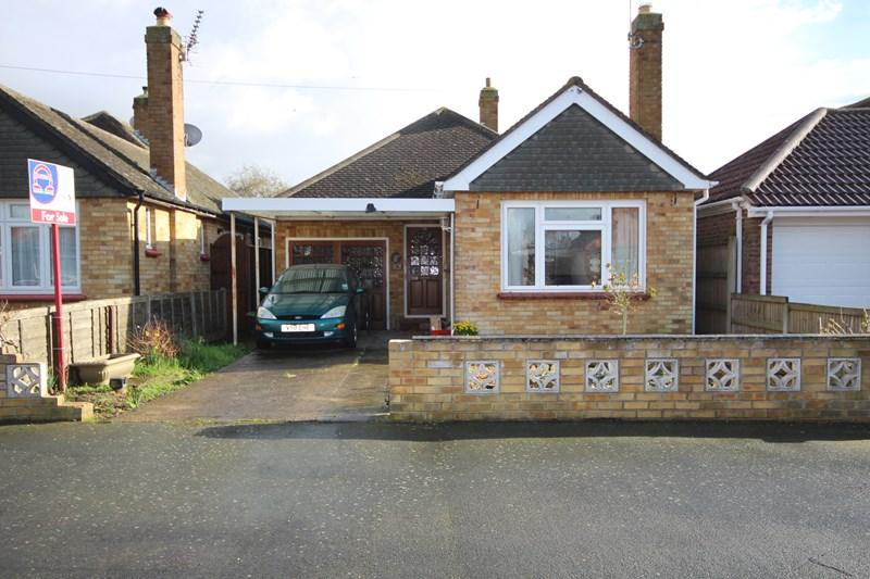 2 Bedrooms Detached Bungalow for sale in Colchester Road, Holland-On-Sea, Holland On Sea